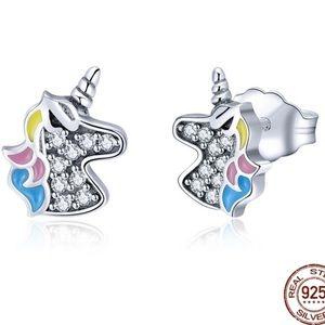 925 Sterling Silver Dazzling Licorne Stud Earrings